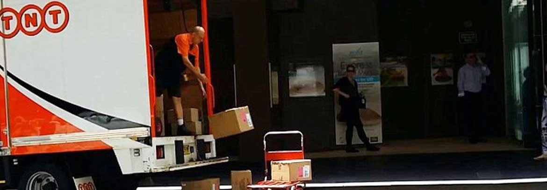 Gooien met pakketten
